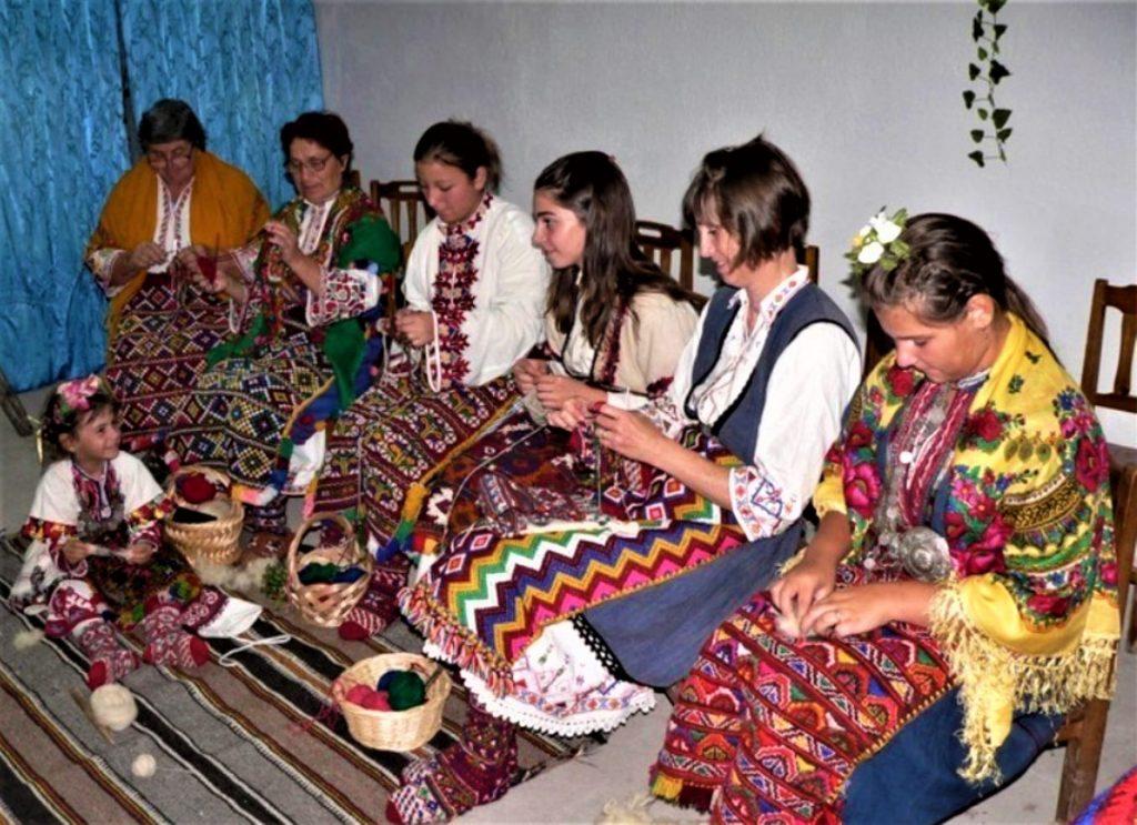 Плетени чорапи и пищюмали Баничан